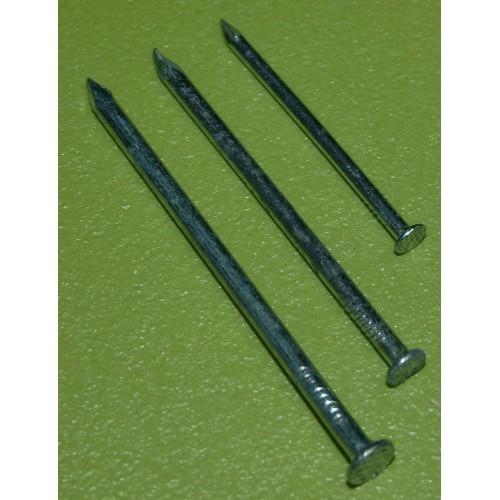 Pointes en acier différentes longueurs